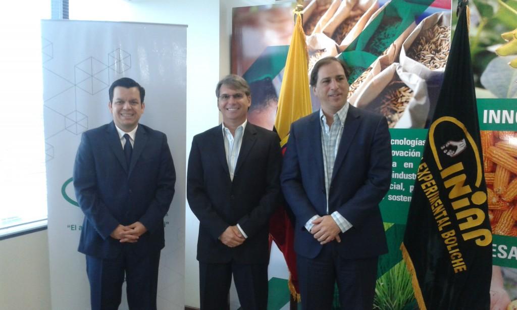 Sr. Dr. Juan Manuel Domínguez, Director General INIAP, Sr. Antonio Pino Gómez-Lince, Presidente del Directorio ASOTECA, Ing. Pablo Noboa, Subsecretario de Producción Forestal