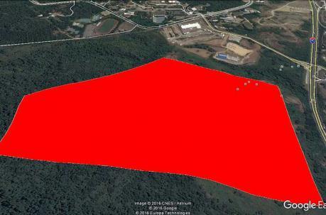 La parte roja marca el área de devastación en el Cerro Azul. Foto: Twitter Bomberos de Guayaquil