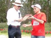 Juan Carlos Palacios, Director Ejecutivo COMAFORS entrega placa
